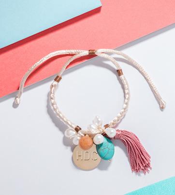 brazalete-perlas-y-borla-rosada